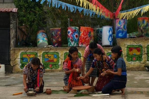 picture of women in guatemala