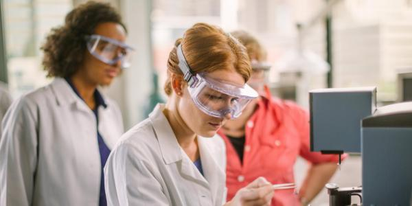 Chemistry students in lab