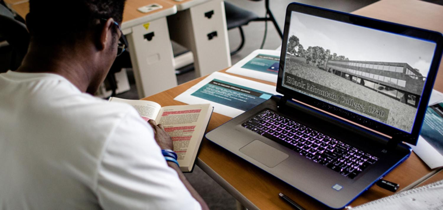 Student learns about history online