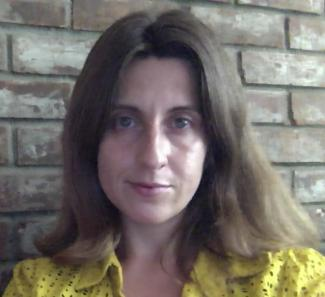 Carly Leonard headshot